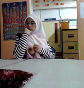 Video Guru Bugil Toge Pamer Payudara